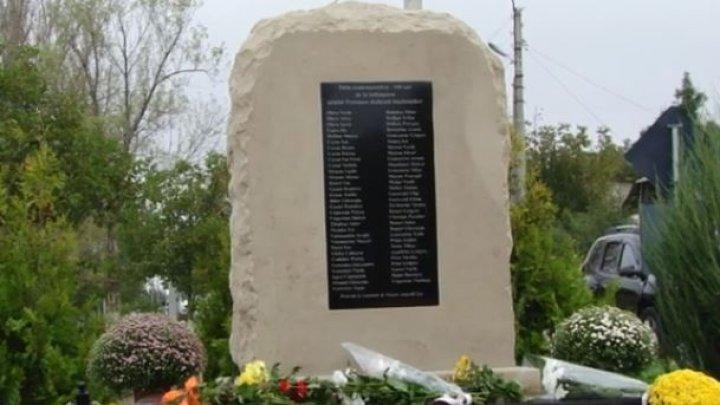 Satul Petrunea, la 100 de ani de la fondare. Locuitorii au instalat un monument în cinstea primilor băștinași