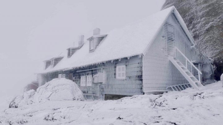 A venit iarna în România! A nins în Bucegi (IMAGINI DE POVESTE)