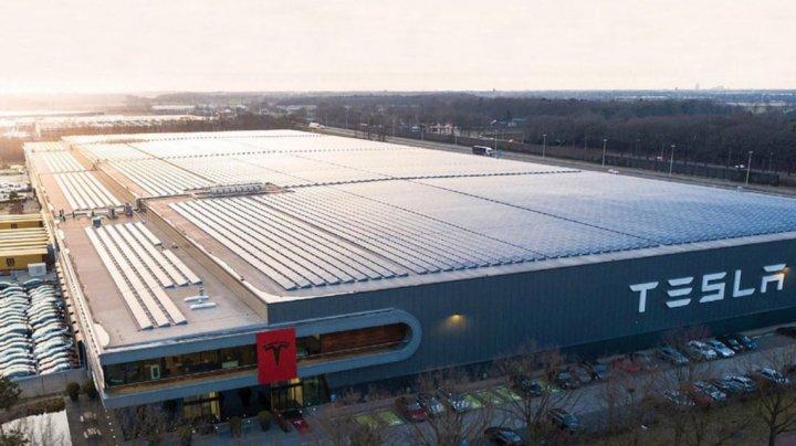 Fabrica Tesla din Germania, fără apă pentru că nu a plătit facturile