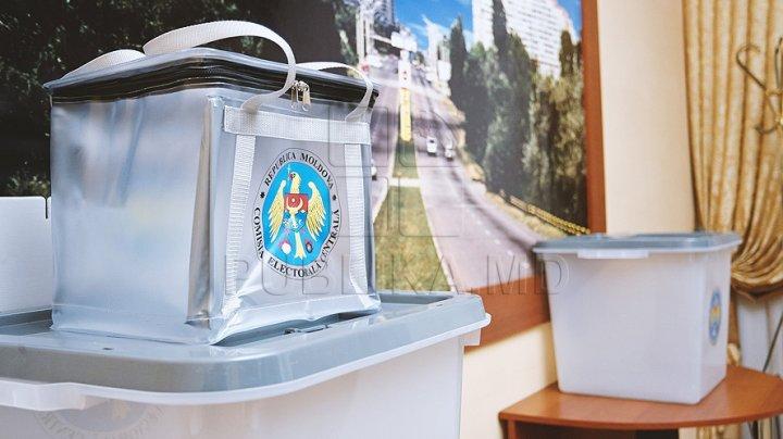 Moldovenii care din motive temeinice nu se vor putea deplasa la secţia de vot în ziua alegerilor pot solicita urna mobilă