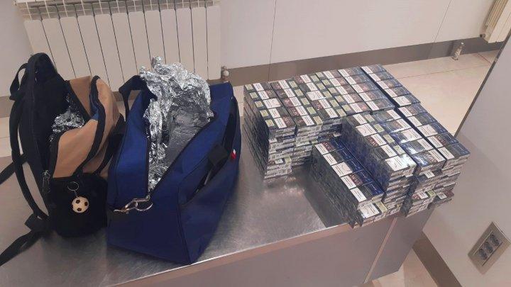 10 000 de țigarete, ce urmau să ajungă ilegal la Londra, depistate de vameși în bagajul unui moldovean