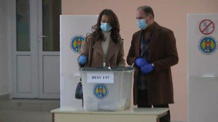 """Edilul Chişinăului Ion Ceban, a votat. """"Îndemn toţi locuitorii ţării şi de peste hotare să-şi exprime votul pentru o echipă unită"""""""