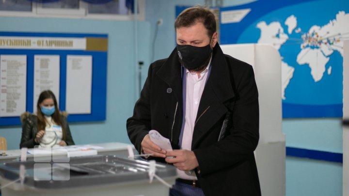 Până la ora 12.00 și-au exercitat dreptul la vot circa 22% dintre alegători. Unde sunt cei mai activi votanţi