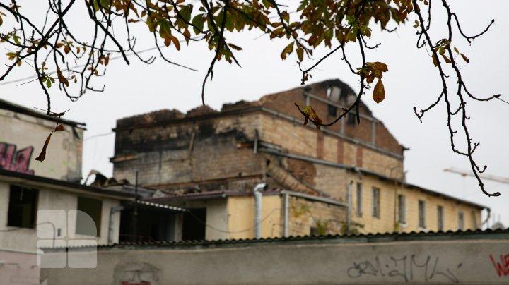 Clădrea Filamonicii Naţionale, transformată în ruine. Au început lucrările de demolare a edificiului (FOTOREPORT)