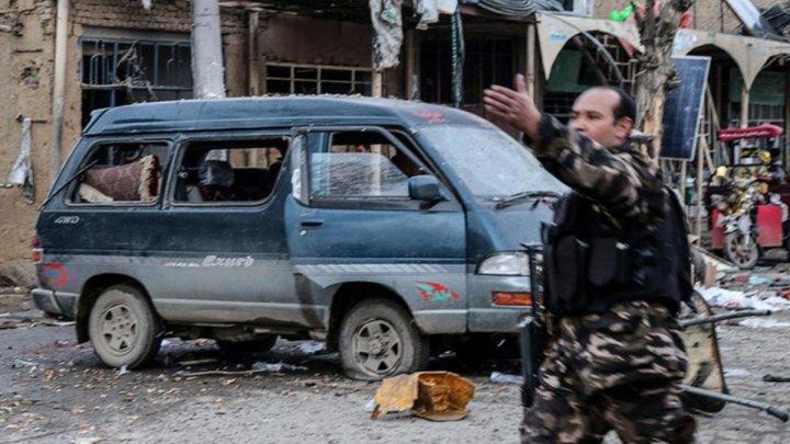 Atentat cu 14 morţi şi zeci de răniţi în Afganistan. Teroriştii au atacat o piaţă şi un spital
