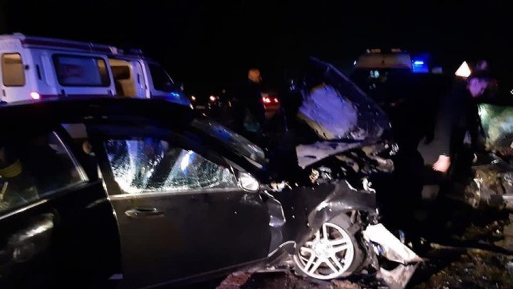 (VIDEO) Accident grav pe traseul M-1: O persoana a murit, iar alte 7 persoane au ajuns la spital