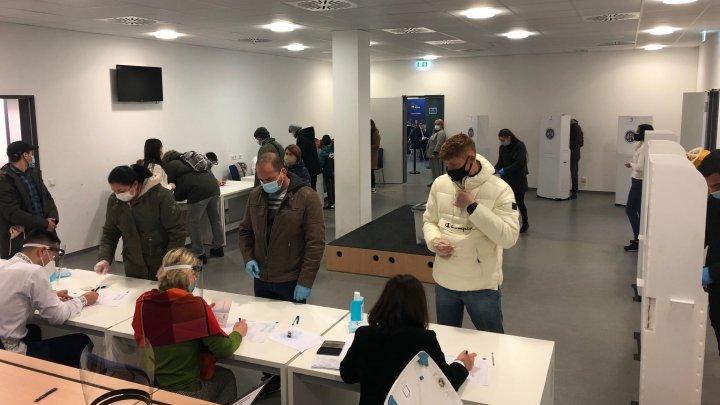 Activitatea secţiei de votare din Frankfurt a fost reluată. Câţi moldoveni au votat până la ora 17:00