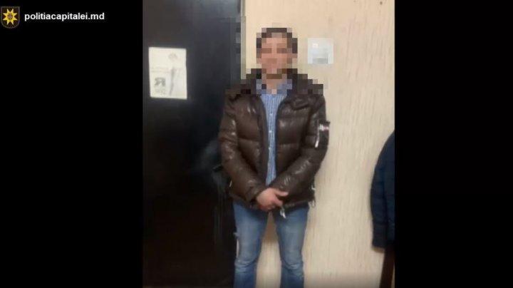 Doi hoți de buzunare experimentați, care acționau la Bălți și în Capitală, au ajuns pe mâna polițiștilor
