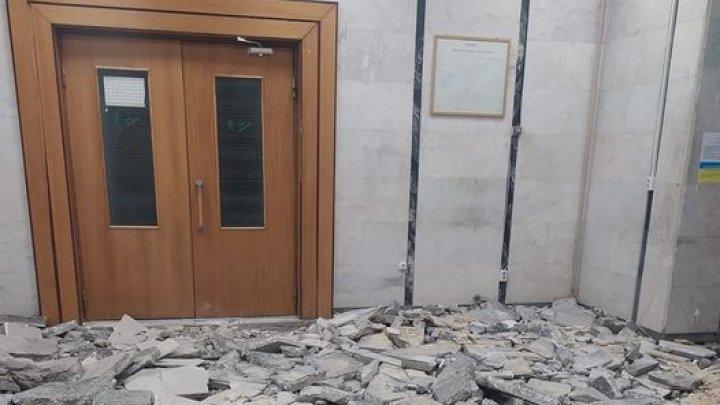 Justiţia, sub dărâmături! Oficiul Centru al Judecătoriei Chişinău, îngropat în moloz