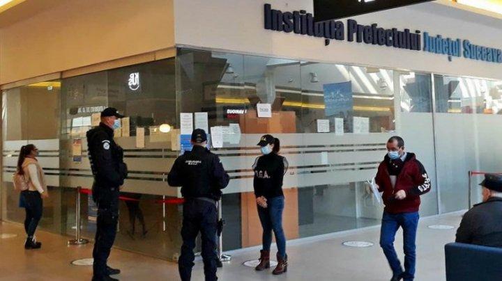 Un milion de euro ascunși în ligheane și găleți de angajații de la Permise din Suceava, România. Pentru ce ar fi fost cerută mita