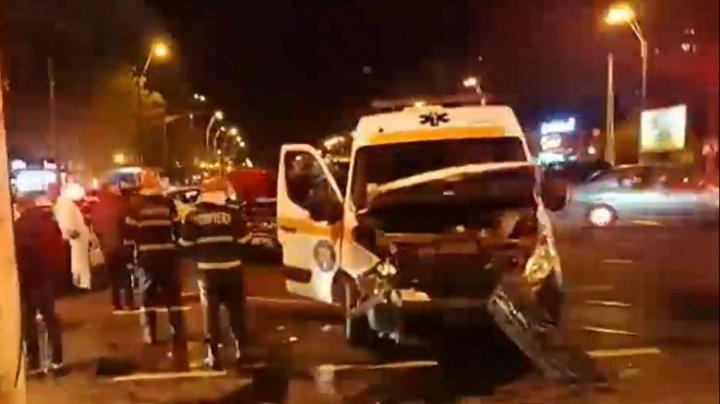 România: O ambulanță care transporta un pacient cu coronavirus, implicată într-un accident rutier