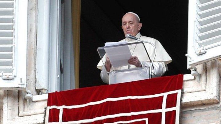 Papa Francisc se roagă pentru victimele tragediei de la spitalul din Piatra Neamț