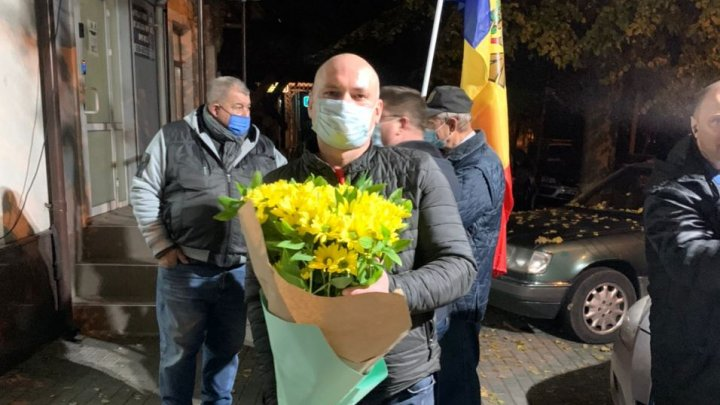 Sărbătoare la sediul PAS. Simpatizanţii au venit cu flori pentru Maia Sandu (FOTO/VIDEO)