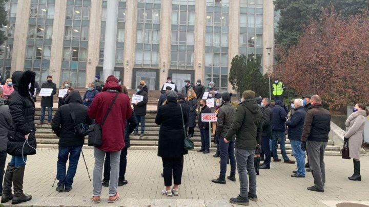 PROTEST la Guvern. Primarii le cer autorităților să renunțe la plafonarea taxelor locale. Ce spune Ministerul Finanțelor
