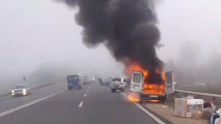 Incendiu violent la Peresecina. Un automobil arde ca o torță (VIDEO)