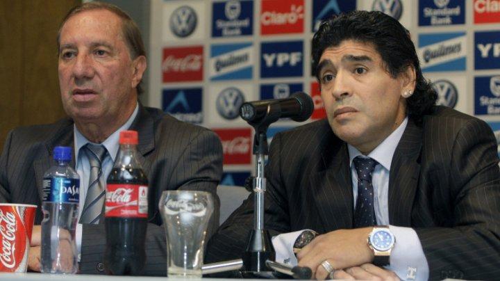 Moartea lui Diego Maradona e ţinută secretă faţă de fostul său antrenor Carlos Bilardo