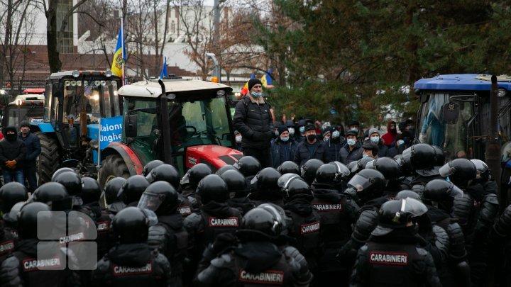FOTOREPORT de la protestul agricultorilor în fața Parlamentului