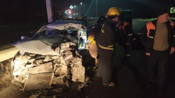 Accident grav în satul Ciripcău din raionul Florești. O mașină s-a izbit violent într-un TIR (FOTO)