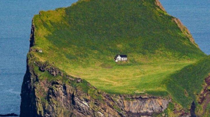 Mister în jurul celei mai izolate case din lume. Cum a apărut și cui aparține