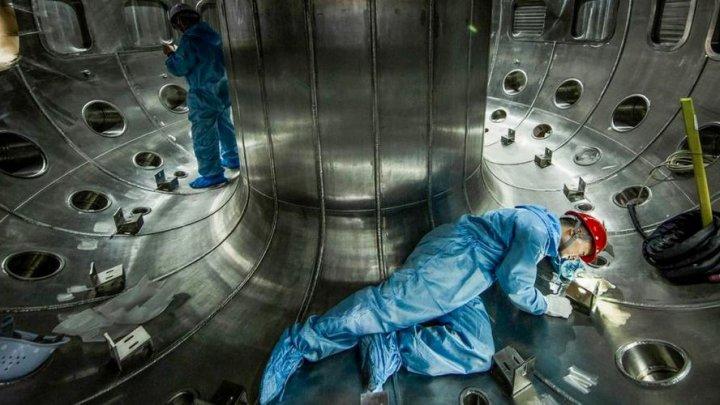 Soarele artificial al chinezilor este funcțional. Reactorul de fuziune nucleară, alimentat cu succes