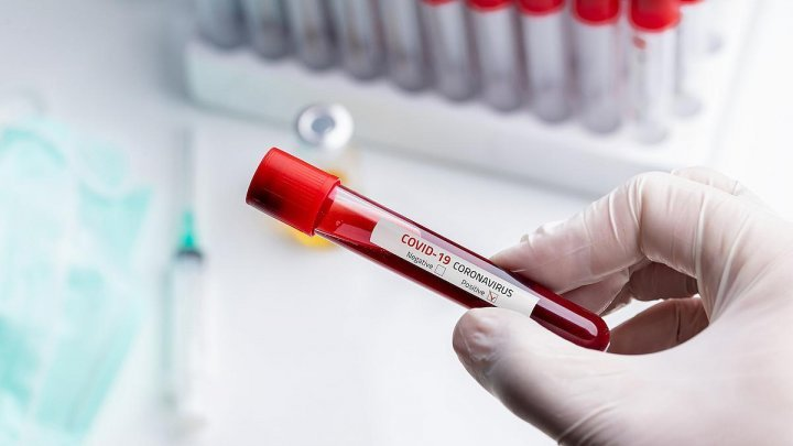 Studiu: Noua tulpină de coronavirus depistată în Marea Britanie afectează mai mult tinerii sub 20 de ani