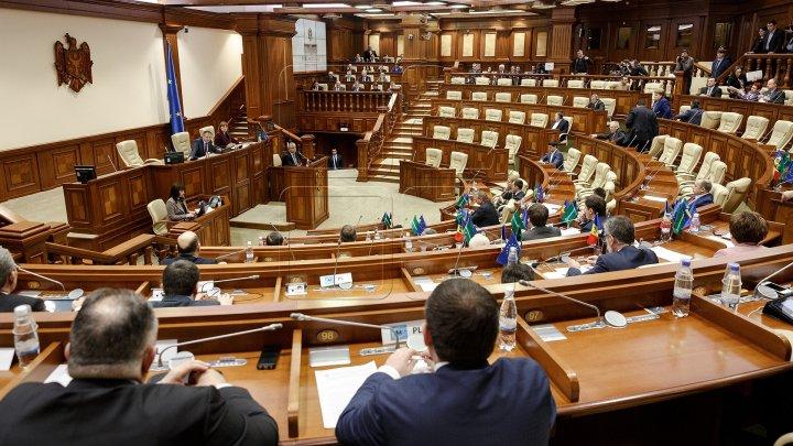 În semn de protest, PDM, PAS și Platforma DA au părăsit ședina Parlamentului