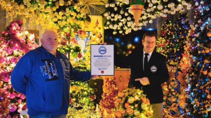 Au stabilit un record mondial. O familie din Germania a împodobit 420 de brazi de Crăciun în casă