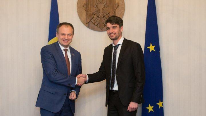 Andrian Candu și Veaceslav Șaramet au îndemnat moldovenii cu cetățenie română să iasă la vot