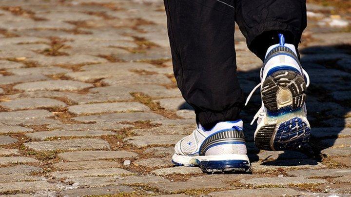 Un bărbat a mers pe jos 450 de kilometri pentru a se calma, după ce s-a certat cu soția
