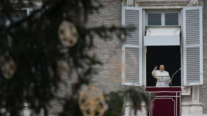 Papa Francisc: Nu există pandemie şi nici criză care să poată stinge lumina Crăciunului