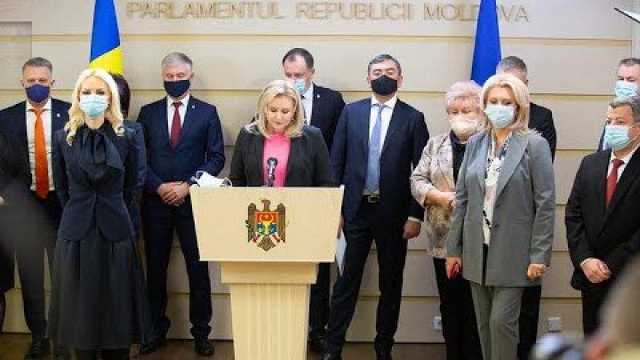 """Platforma """"Pentru Moldova"""" condamnă demisia Guvernului în lipsa unui plan anti-criză"""
