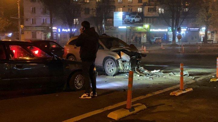 Accident în sectorul Botanica. Trei mașini s-au făcut zob într-o intersecție (VIDEO)