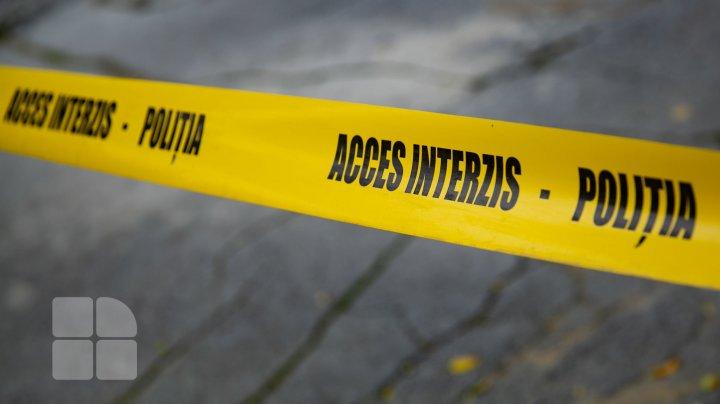 Tragedie la Căușeni. Un bărbat a murit după ce o grenadă i-ar fi explodat în mână