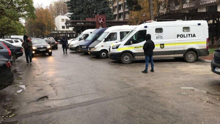 Precizările Poliției privind protestul de la Parlament. Oamenii sunt îndemnați să poarte măști și să respecte distanța fizică