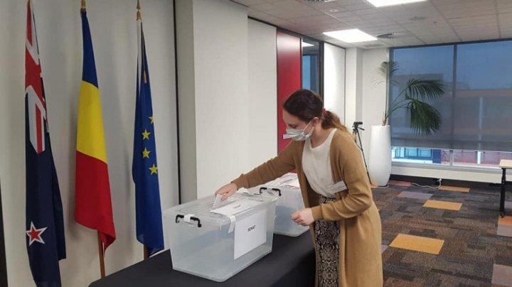Primul român care și-a exprimat votul a fost o tânără din Noua Zeelandă