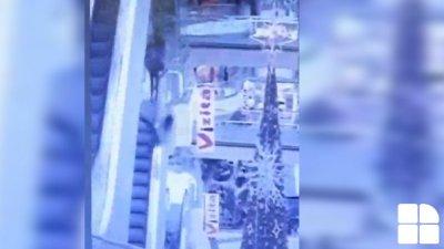 DETALII EXCLUSIVE despre tânărul care a căzut de pe balustrada unui escalator dintr-un mall din Capitală