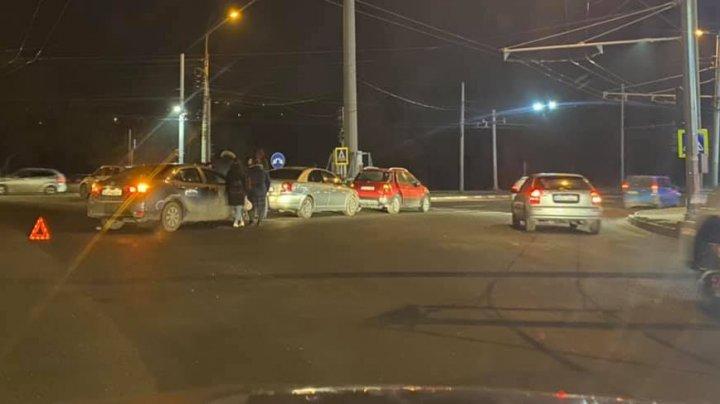 Accident în lanţ pe strada Calea Orheiului din Capitală. Trei maşini au fost avariate