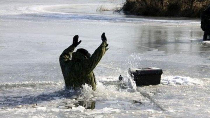Avertizarea salvatorilor: Gheaţa formată pe bazinele acvatice prezintă pericol de înec