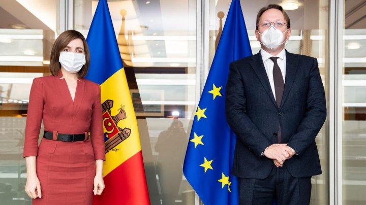Preşedintele Republicii Moldova, vizită oficială la Bruxelles. Maia Sandu a avut o întrevedere cu Comisarul pentru vecinătate și extindere, Olivér Várhelyi