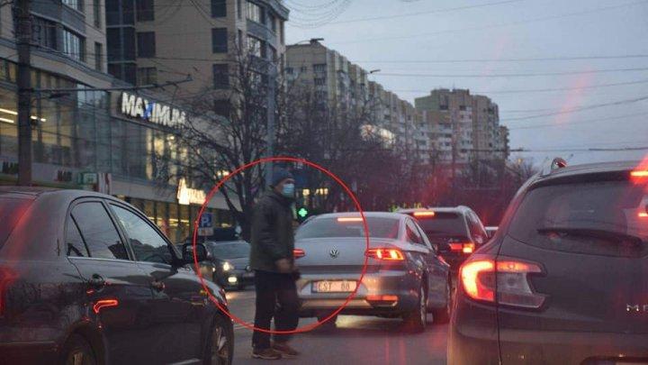 Pietonii nedisciplinaţi au intrat în vizorul poliţiei. INSP a publicat poze cu persoane care trec strada neregulamentar (FOTO)