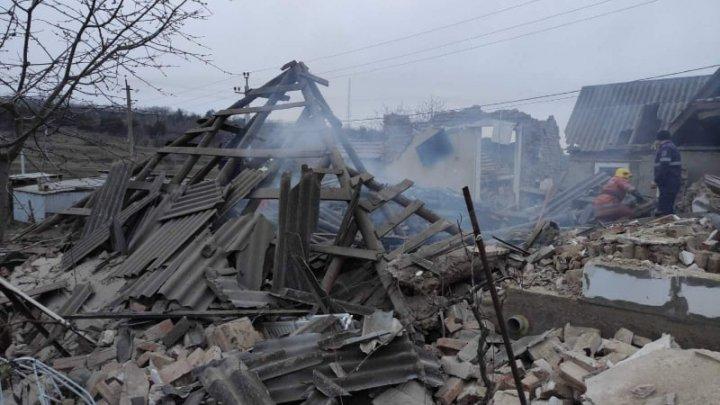 Explozie devastatoare într-o casă din oraşul Sîngerei. Două persoane, prinse sub dărâmături (FOTO/VIDEO)