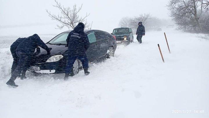 Peste 70 de accidente rutiere înregistrate de poliţişti, în mai puţin de 24 de ore
