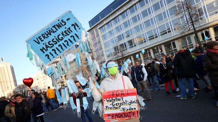 Cel puţin 10.000 de oameni au protestat la Viena împotriva măsurilor COVID-19