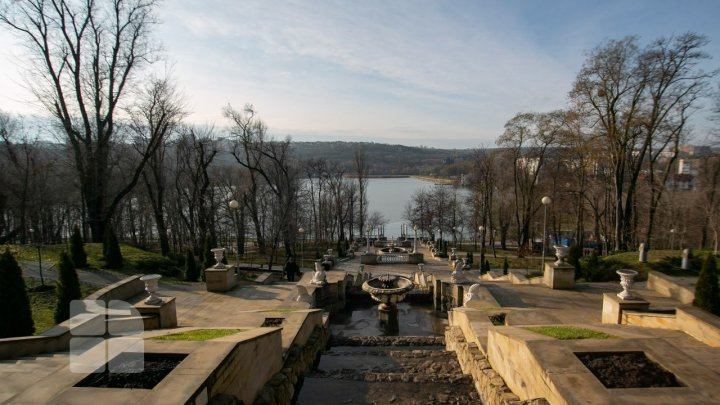 (FOTOREPORT) Semne de primăvară în ianuarie. Vezi cum arată parcurile din Chișinău la mijloc de iarnă