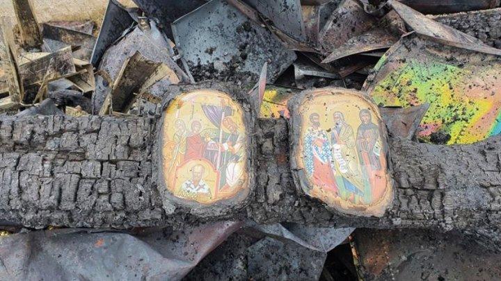 În urma incendiului, Parohia Argel din judeţul Suceava a fost transformată în cenuşă, iar icoanele au rămas intacte