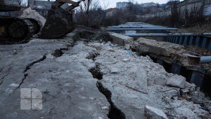 Un dig de protecţie de pe malul râului Durleşti a cedat. Reacţia primarului Capitalei (FOTOREPORT)