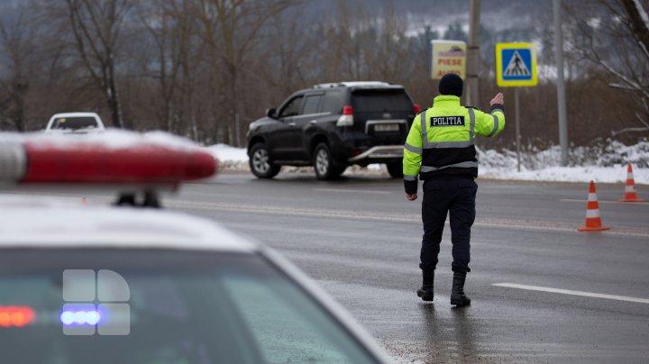 21 de persoane fără permis de conducere şi în stare de ebrietate, depistate la volan de către poliţişti