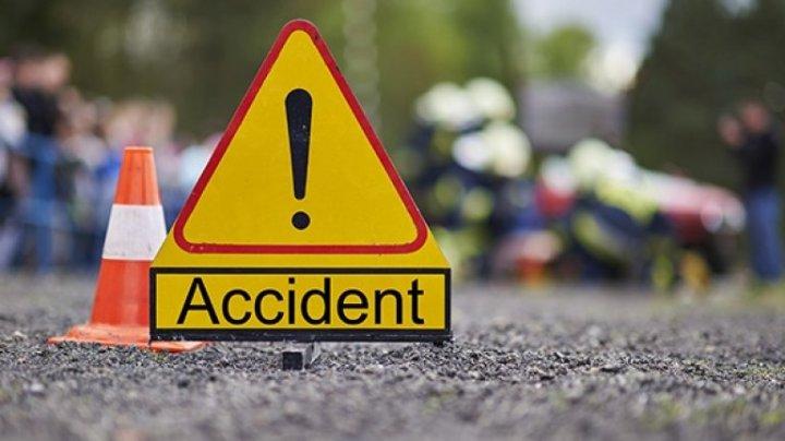 IMPACT VIOLENT între un ATV şi un Mercedes la Orhei. Două persoane au fost rănite