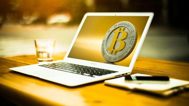 Şi-a aruncat laptopul în care avea bitcoini în sumă de peste 236 milioane de euro. Acum speră să-l găsească la groapa de gunoi