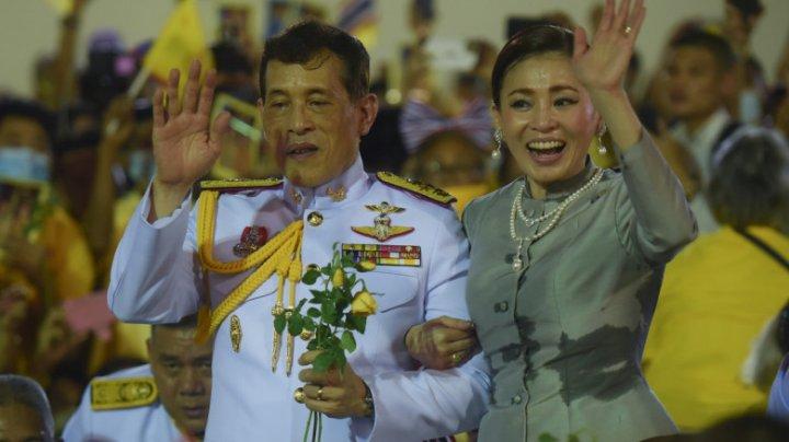Regele Thailandei, acuzat că este acționar al companiei care produce și distribuie populației vaccinul anti Covid